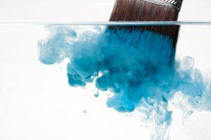 Acrylfarbe vom Pinsel entfernen