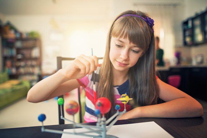 Acrylfarbe Plastik bemalen