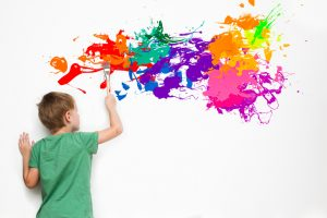 Acrylfarbe auf Tapete