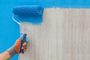 Acrylfarbe auf Betonwand