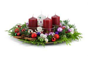Adventskranz auf Teller