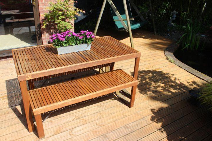 Akazienholz oder Eukalyptusholz für Gartenmöbel