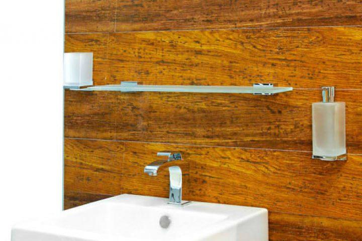 Badezimmerfliesen in Holzoptik » Vorteile und Preise im Überblick
