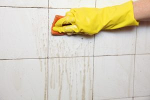 Badezimmer Fliesen reinigen