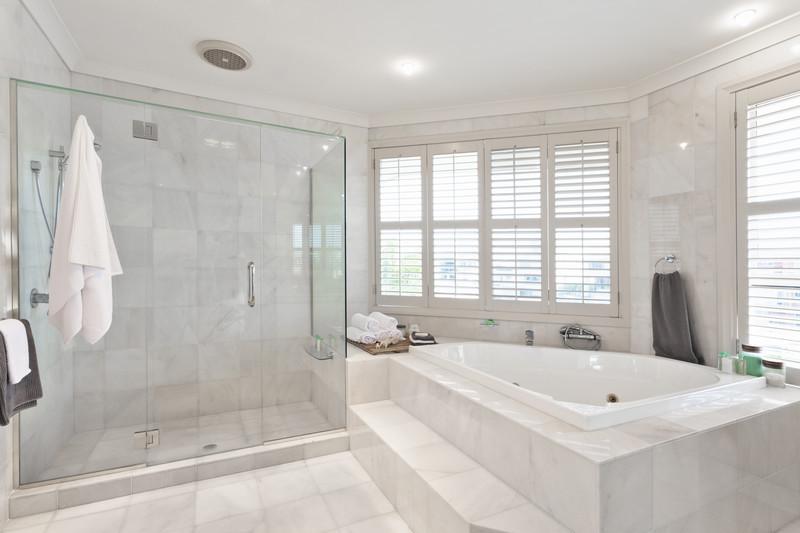 badezimmerdecke streichen eine anleitung in 4 schritten. Black Bedroom Furniture Sets. Home Design Ideas