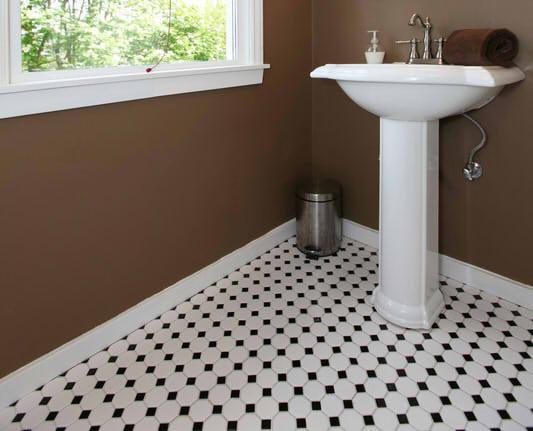 Bad Fliesen Kosten Für Material Und Handwerker Am Beispiel Berechnet - Was kostet ein badezimmer fliesen