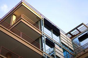 Balkonplatten reinigen