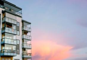 preis f r balkonverglasung so kalkulieren sie richtig. Black Bedroom Furniture Sets. Home Design Ideas