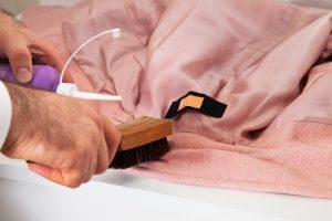PU-Schaum aus Kleidung entfernen