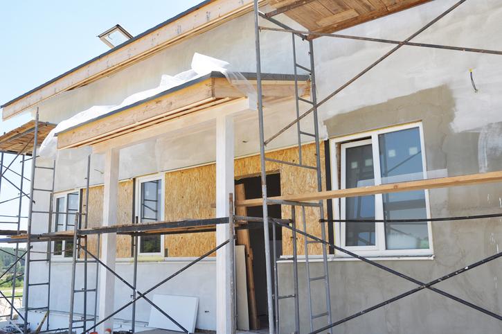 Bauschaum spachteln darauf ist zu achten - Wand gerade spachteln ...