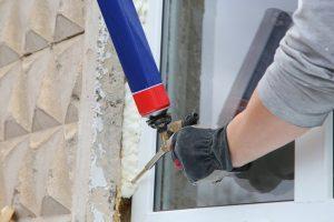 PU-Schaum von Fensterrahmen entfernen