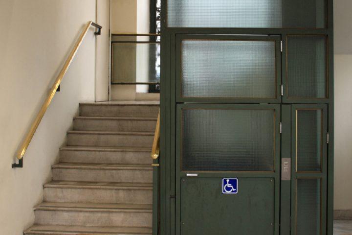 Behindertenaufzug Maße