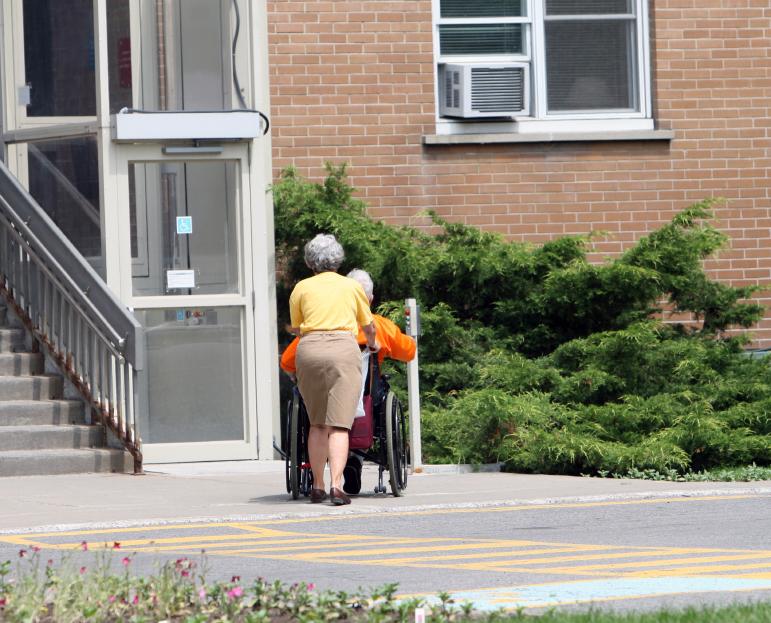 Behindertenaufzug außen