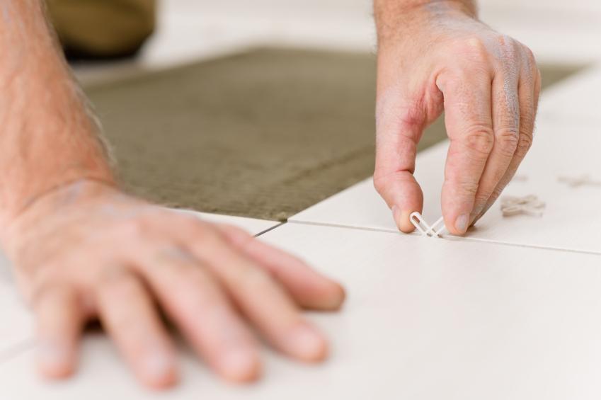 fliesen auf betonboden verlegen das sollten sie beachten. Black Bedroom Furniture Sets. Home Design Ideas