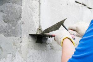 Betonmauer ausbessern