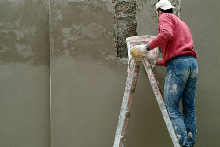 Betonmauer verputzen