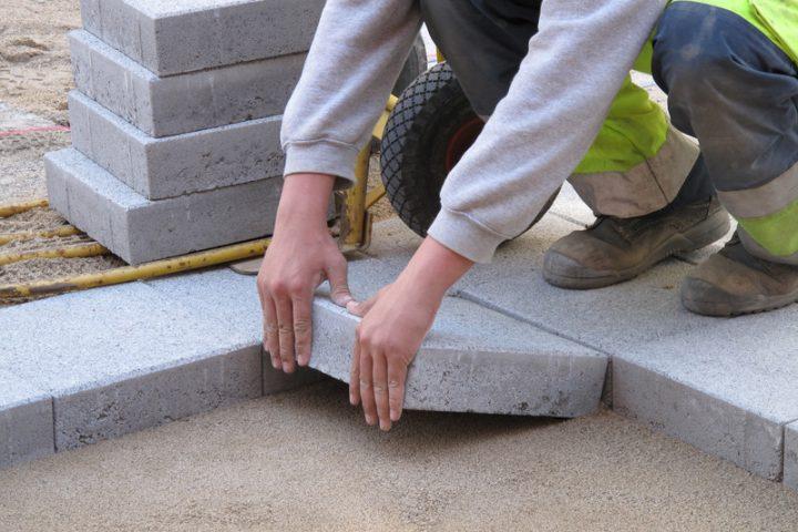 Betonplatten verlegen