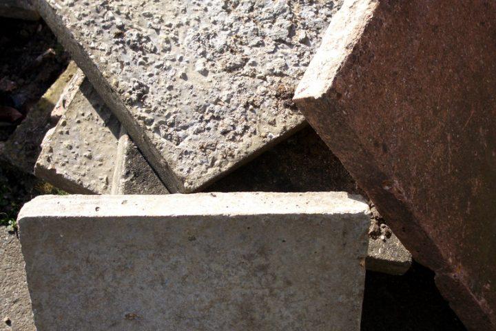 Betonplatten zu verschenken