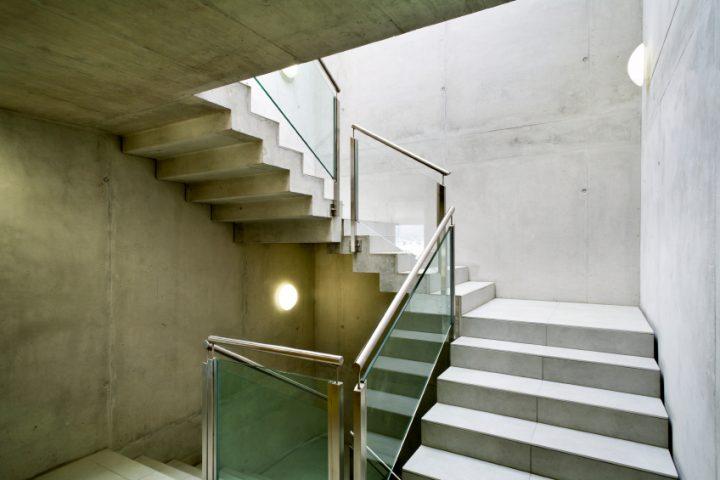 treppe mit podest planen hausidee. Black Bedroom Furniture Sets. Home Design Ideas
