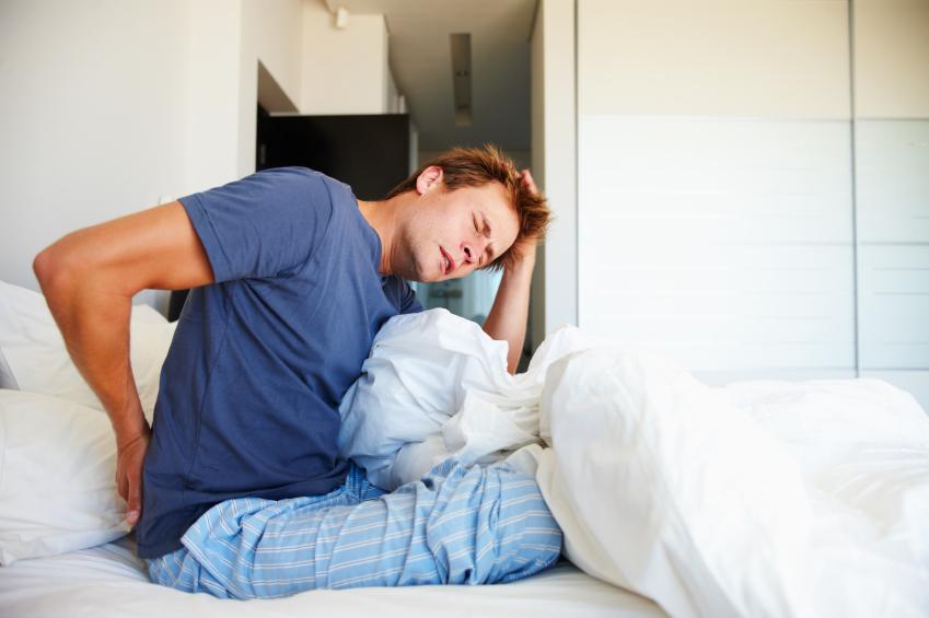 r ckenschmerzen beim aufstehen wann ist das bett schuld. Black Bedroom Furniture Sets. Home Design Ideas