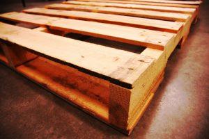 Bett aus Europaletten selber bauen