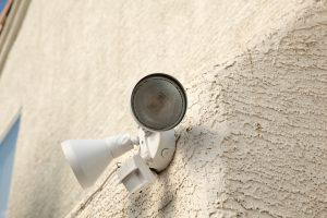 Bewegungsmelder nachträglich an Lampe anbringen