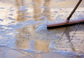 Bodenfliesen reinigen diese hausmittel s ubern bestens - Bodenfliesen reinigen ...