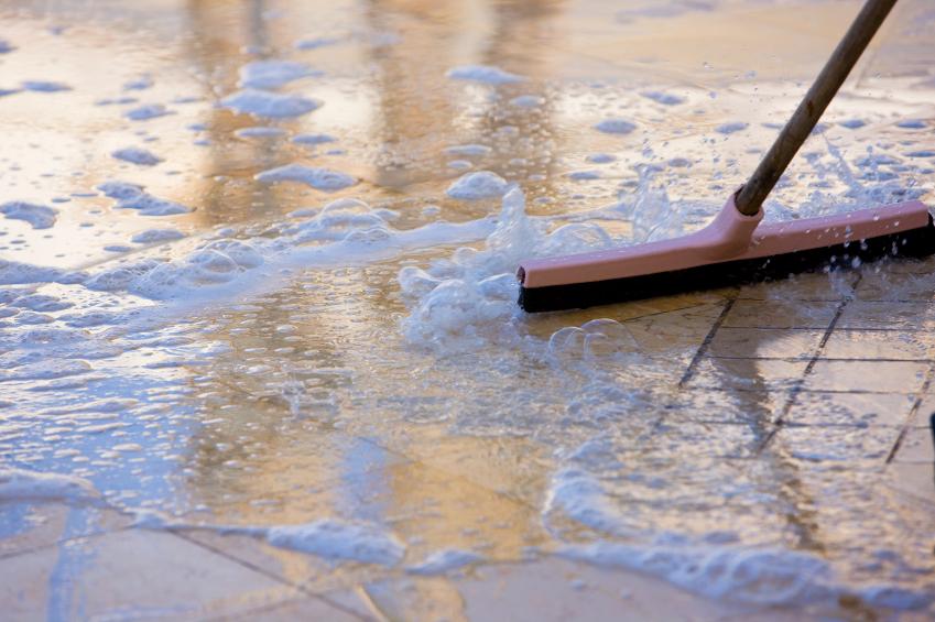 Bodenfliesen Reinigen Diese Hausmittel Säubern Bestens - Wie reinige ich fliesen