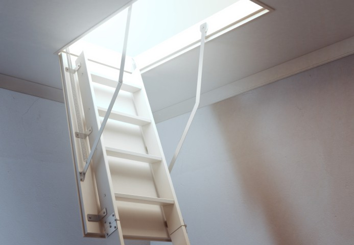Dachbodentreppe Einbauen Lassen : Bodentreppe einbauen anleitung in schritten