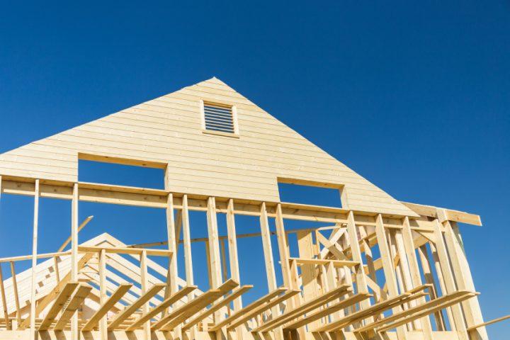Brandschutz und Feuchteschutz bei Holzhäusern