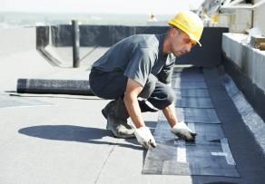 dachpappe undicht so reparieren sie die dachpappe im handumdrehen. Black Bedroom Furniture Sets. Home Design Ideas