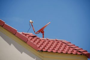 Dachziegel Satellitenschüssel
