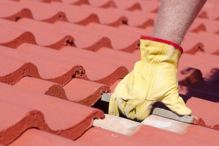 Dachziegel reparieren