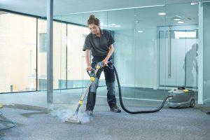 Teppich mit Dampfreiniger reinigen