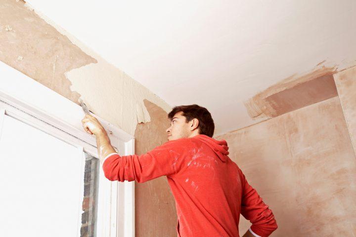 Dispersionsfarbe von Wand entfernen