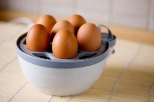 Eierkocher bedienen