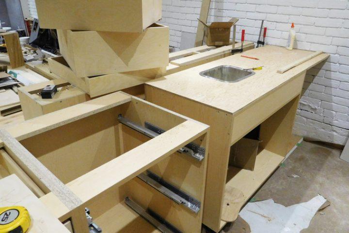 Einbauküche » Maße für Höhe, Tiefe und Breite