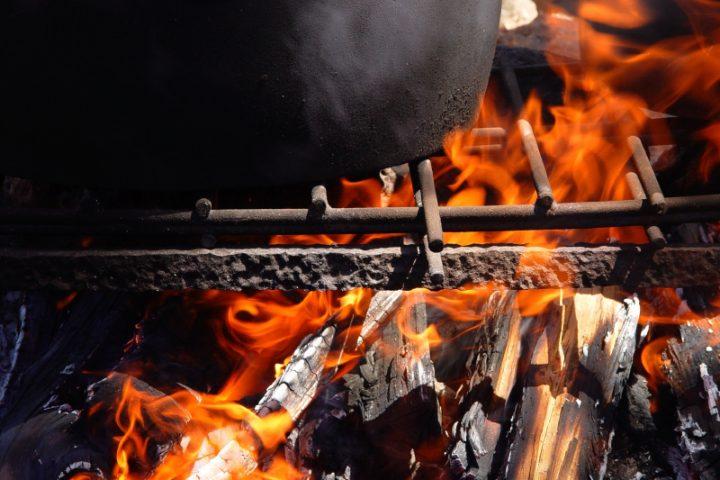 Eisenpfanne auf Grill