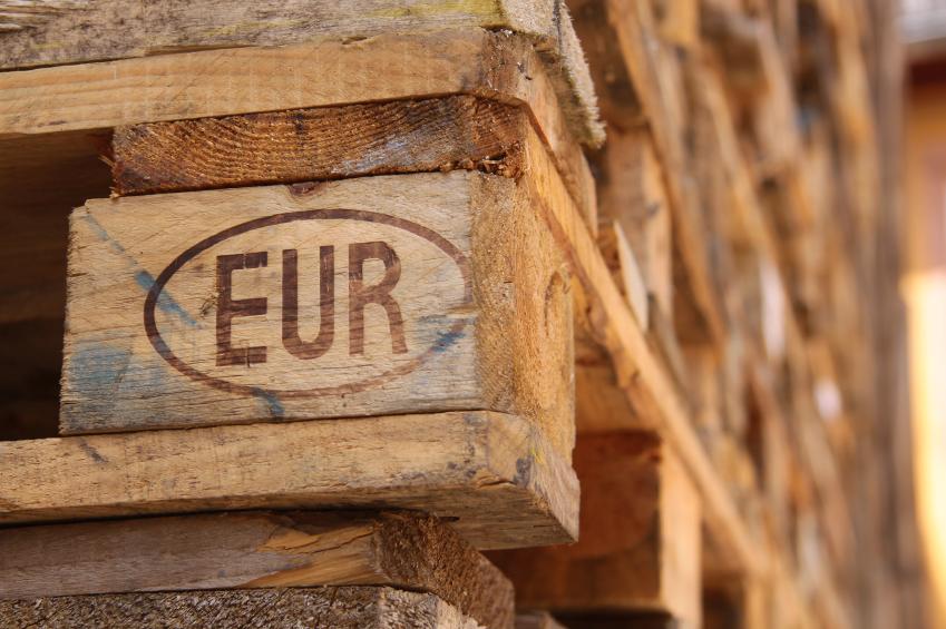 Bett Aus Europaletten bett aus europaletten in 6 schritten selbst bauen