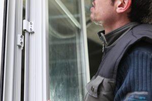 Fensterbeschläge einstellen