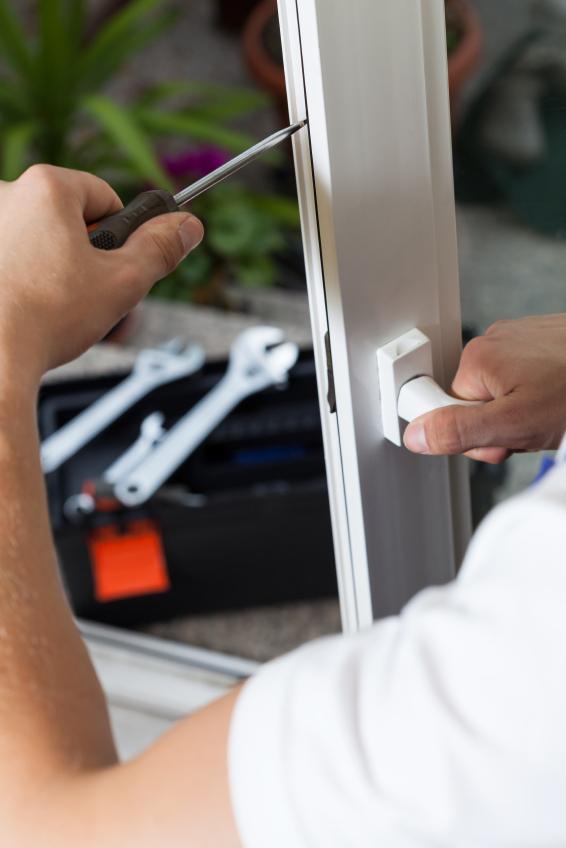 Fensterbeschlag reparieren wissenswertes zur reparatur - Fenster scherenlager einstellen ...