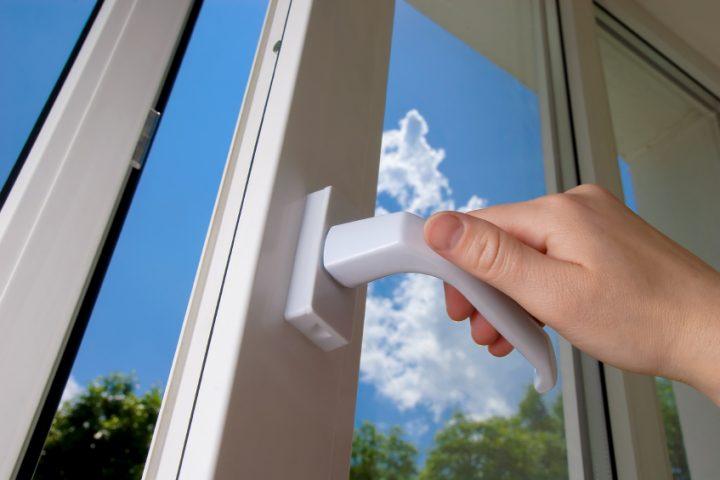 Fensterbeschlag einstellen