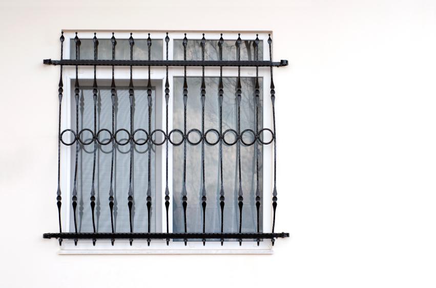 Fenstergitter befestigen diese m glichkeiten haben sie - Fenstergitter in der laibung ...