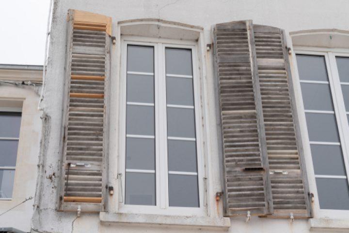 Fensterläden Farbe entfernen