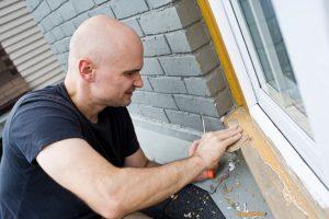 Fensterrahmen abschleifen