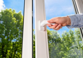 Fensterrahmen folieren die vorteile grenzen for Fenster folieren