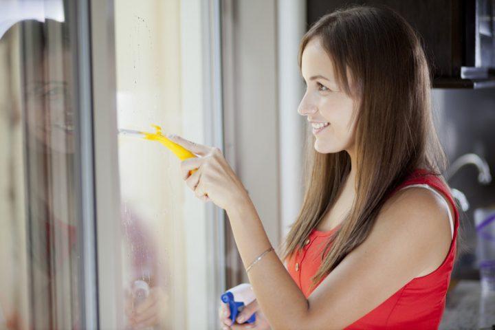 Fensterrahmen putzen