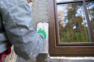 Fensterrahmen verputzen