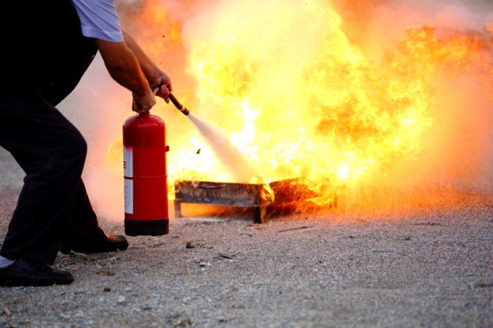 Feuerlöscher Pulver oder Schaum