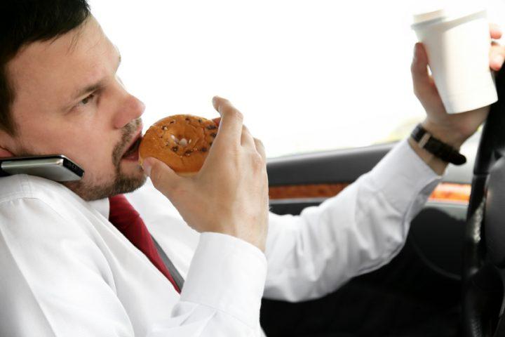 Flecken im Auto entfernen